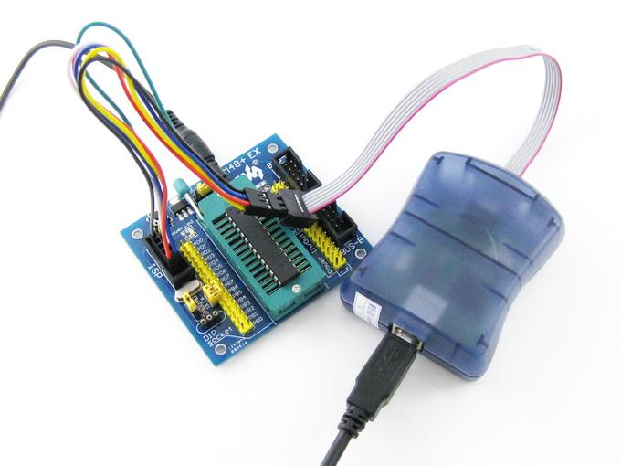 说明: (1)程序越大,编程绝对时间越长,但相对时间则越短,这是起始命令,PC反应速度等因素导致的。 (2)以上测试基于AVR,若用于烧写51型号,则烧写速度较低。 (3)几乎所有AVR MCU出厂时的时钟源使用的是内部1M振荡源,而下载器的下载速度必须低于AVR MCU时钟源的1/4,也就是必须低于250K。初次接入PC机,请根据AVR的实际时钟源,设置相应的烧写速度。对于具备高速时钟源的AVR,如ATMEGA168-20AU若时钟源设置为20M,可采用4M烧写速度,2秒写完16K FLASH ROM!